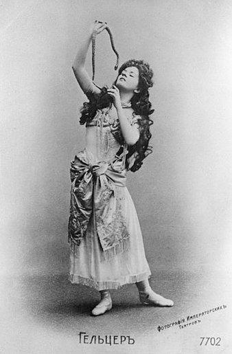 Yekaterina Geltzer as Nikia in Leon Minkus ballet La Bayadère Credit – Sputnik/Alamy Stock Photo